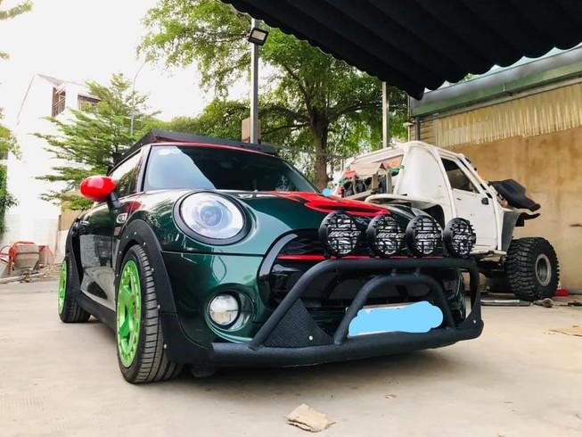 'Đột nhập' xưởng độ xe nức tiếng Sài Gòn