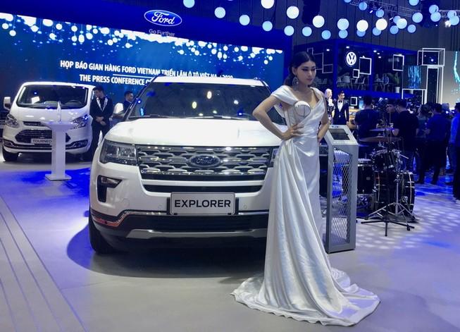 Bảng giá xe Ford tháng 12: Everest Ambiente giá 999 triệu đồng