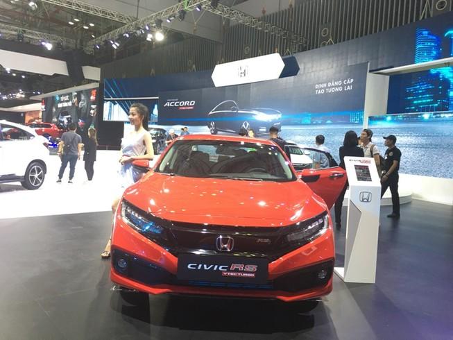Honda Civic bất ngờ giảm giá xuống còn 669 triệu đồng