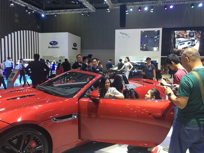 Người Việt mua ô tô đạt kỷ lục