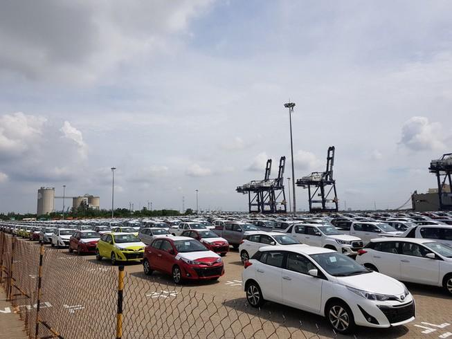 Ô tô nhập giá từ 400 triệu đồng/xe ùn ùn vào Việt Nam