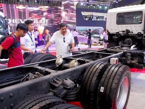 Sẽ quy định chặt chẽ hơn về tỉ lệ nội địa hóa để xác định made in VietNam. Trong ảnh:  Triển lãm ô tô Việt Nam tại TP.HCM. Ảnh: HTD