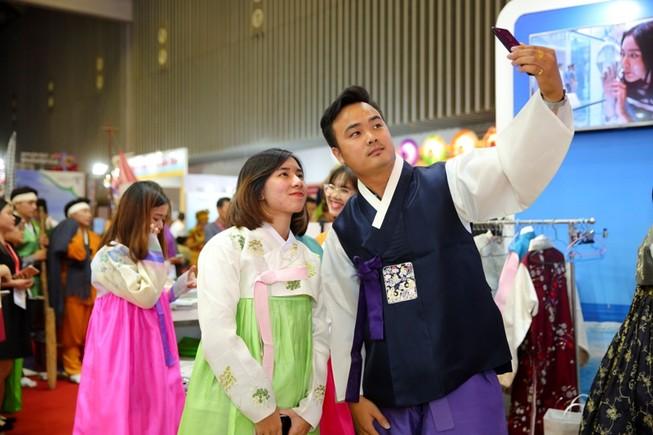 Tiếp tục miễn thị thực cho khách Nga, Nhật, Hàn...