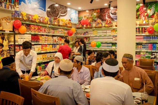 Lần đầu tiên TP.HCM có cửa hàng tiện lợi Halal