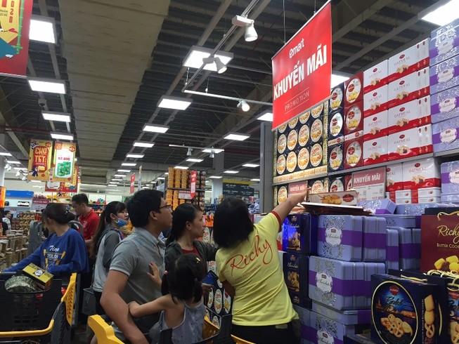 Mua sắm tết: Chợ vắng, siêu thị nhộn nhịp