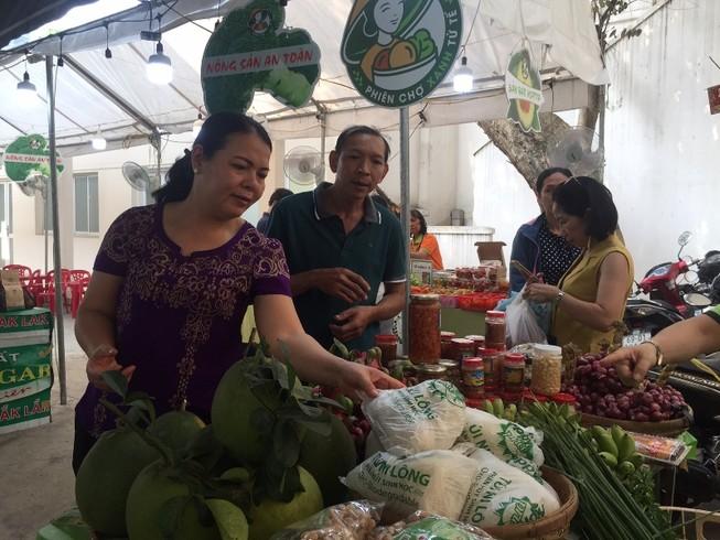 Hàng trăm món ăn độc đáo hội tụ tại phiên chợ Quà Việt 2020