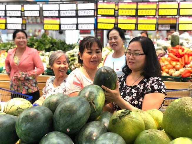 Đến siêu thị có mâm trái cây ngũ quả giá rẻ