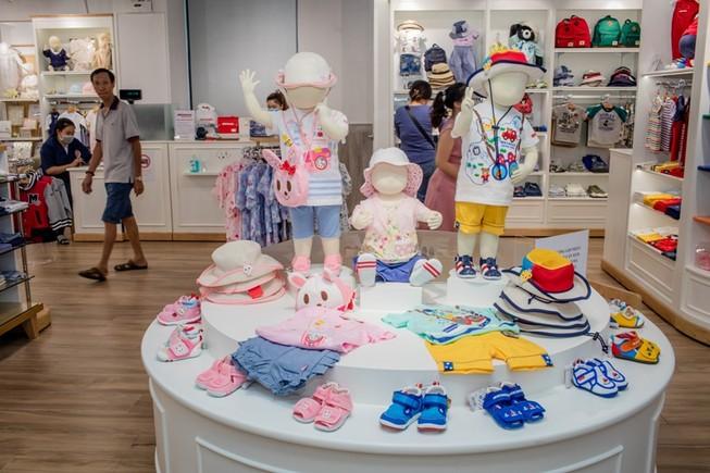 Bất ngờ quần áo, giày trẻ em Nhật  giá 40 triệu đồng