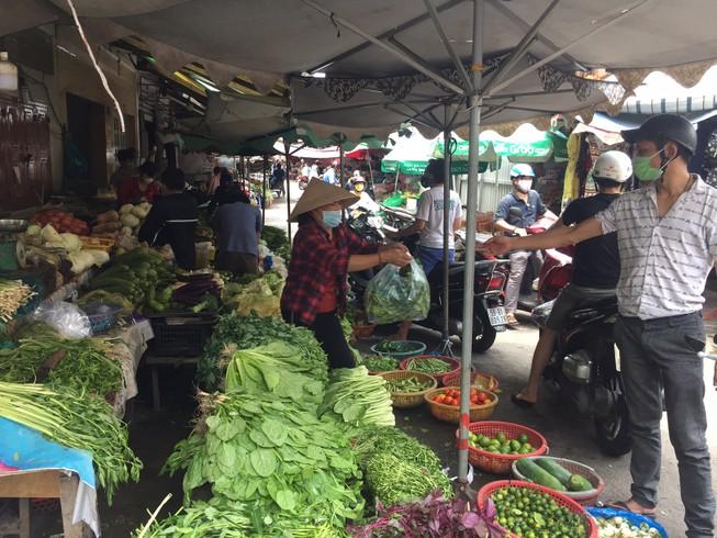 Rau quả thu mua tại vườn tăng giá gấp bốn lần