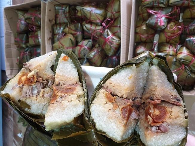 Tết Đoan Ngọ: Giá nhiều loại bánh dân gian tăng vọt