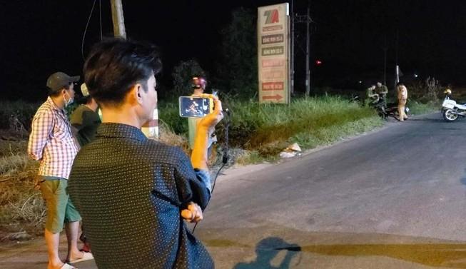 Nửa đêm mà nhiều người còn tới live stream vụ Tuấn 'khỉ'