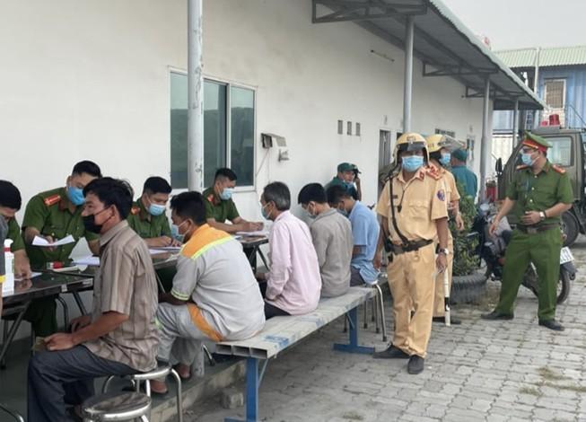 Công an TP Thủ Đức kiểm tra ma tuý tài xế ra vào cảng Phú Hữu