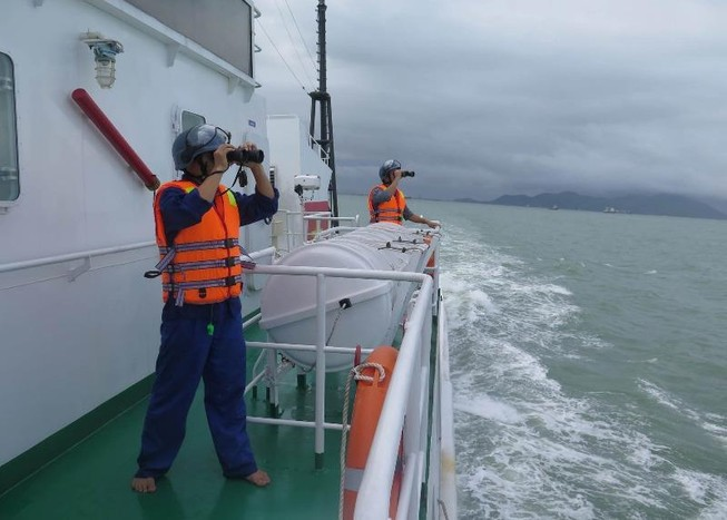Đặc công nước tìm thuyền viên mất tích ở biển Quy Nhơn