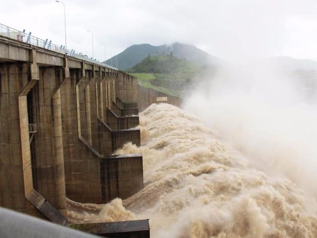 Thủy điện ở Phú Yên tăng lưu lượng xả lũ