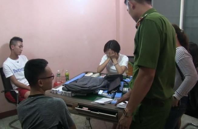 Khánh Hòa: Bắt quả tang 11 người Trung Quốc đánh bạc