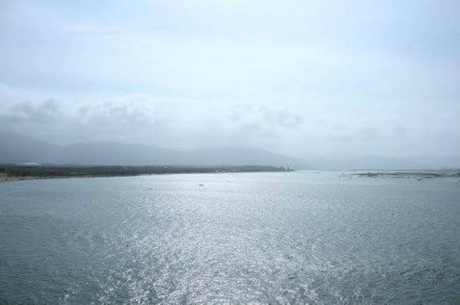 1 ngư dân bị sóng đánh rơi xuống biển mất tích