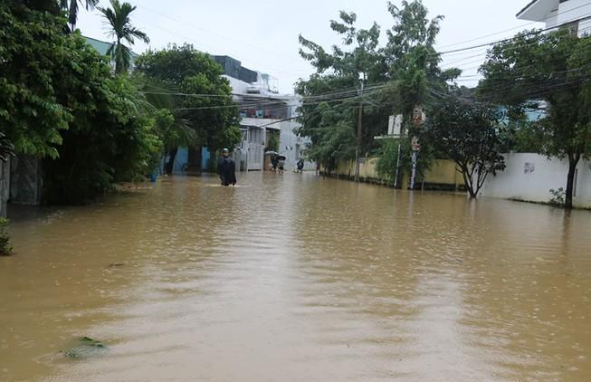 Nhiều vùng ở Khánh Hòa bị ngập nặng
