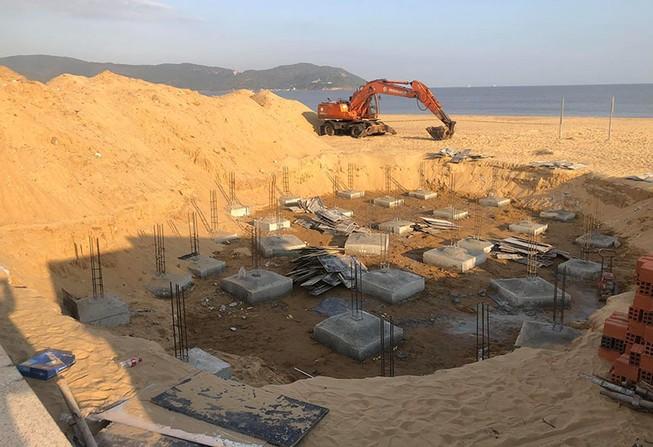 Buộc tháo dỡ công trình không phép trên bãi biển Quy Nhơn