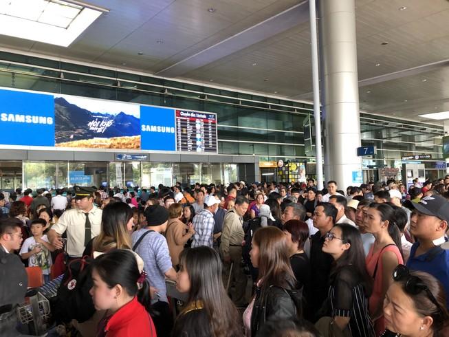 Ga quốc tế Tân Sơn Nhất bất ngờ mất điện lúc rạng sáng