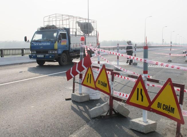 Nguy cơ ngừng lưu thông qua cầu Đà Rằng
