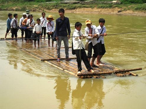 Để mưa lũ không gây mất an toàn đường đến trường