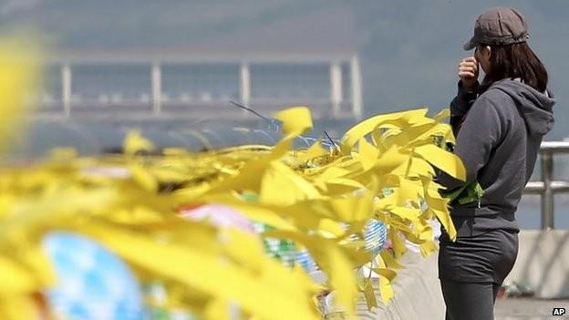 Phong liệt sĩ cho ba thuyền viên phà Sewol