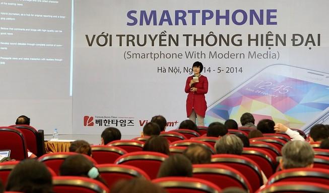 Nhà báo Việt – Hàn thảo luận về làm báo bằng smartphone