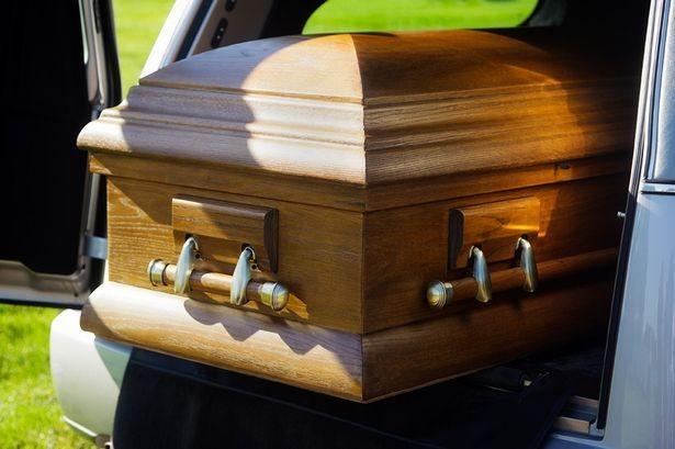 Do sơ xuất, một phụ nữ bị chôn sống