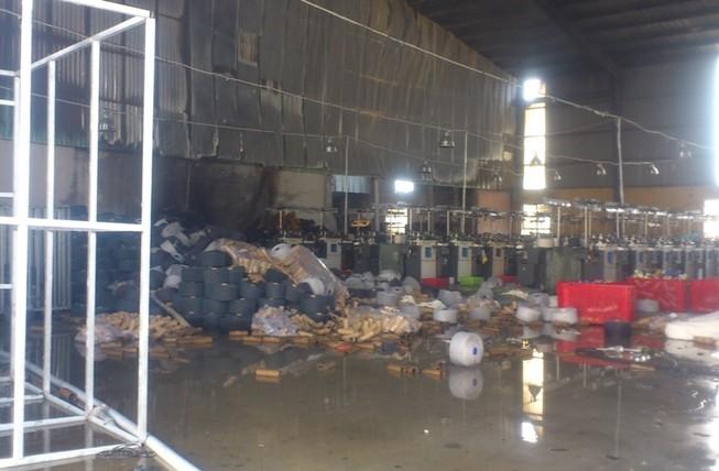 Cơ sở sản xuất găng tay bùng cháy tại Bình Dương