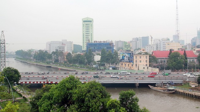 Chở xác người vứt giữa trung tâm Sài Gòn