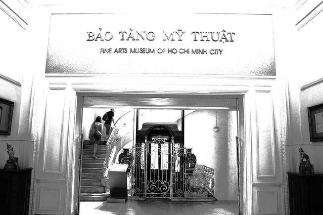Ảnh đẹp đen trắng chiếc thang máy gỗ cổ nhất Sài Gòn
