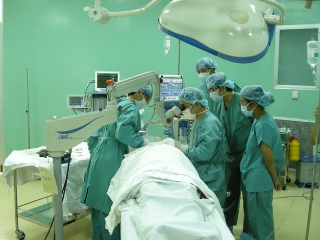 Sợ phẫu thuật, để khối u xơ tự do 'bành trướng'