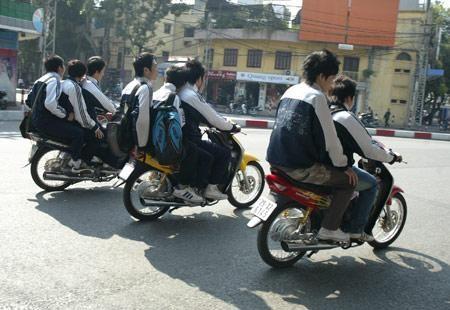 Sửa văn bản đình chỉ học một tuần vì vi phạm luật giao thông