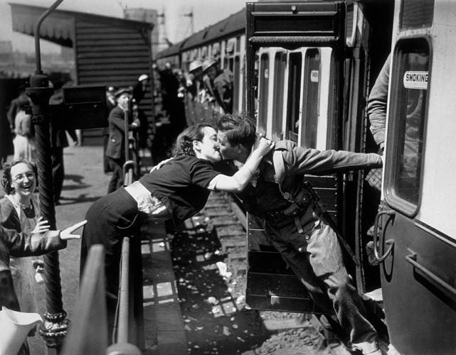 Tình yêu trong thời chiến qua ống kính nhiếp ảnh gia