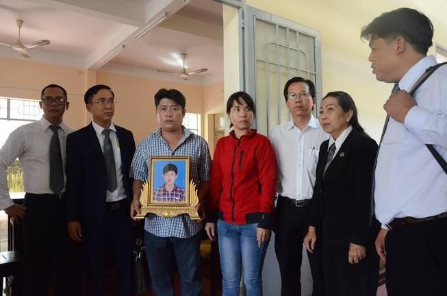 Tạm ngưng phiên xử dùng nhục hình ở trại giam Long Hòa