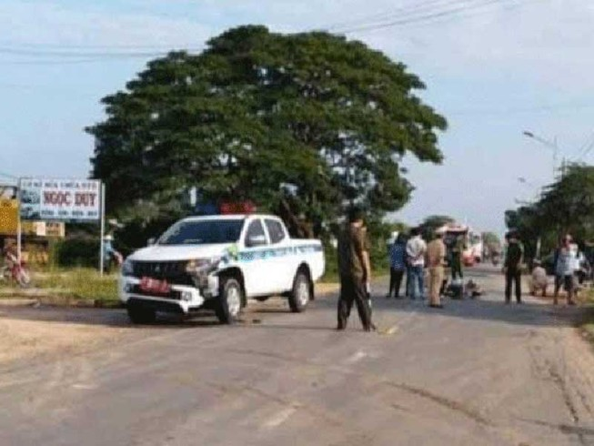 Va chạm với ô tô của CSGT, một phụ nữ bị thương nặng