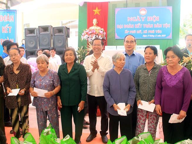Bí thư Thành ủy TP.HCM dự ngày hội Đại đoàn kết tại Bến Tre