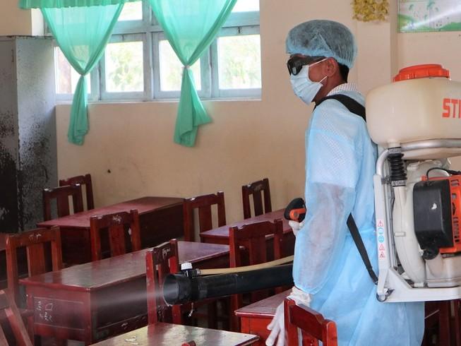 74 học sinh ở U Minh Hạ phải đến trạm y tế điều trị