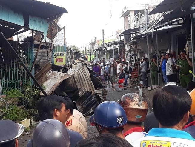 12 căn nhà ở Cà Mau bị cháy, bé gái 14 tuổi tử vong