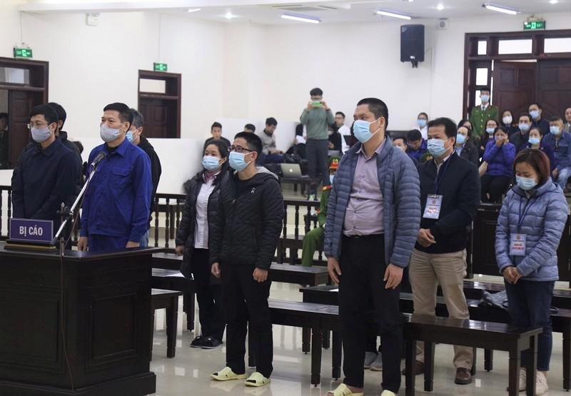 Cựu giám đốc CDC Hà Nội được hứa hẹn 'bồi dưỡng' hàng tỉ đồng - ảnh 1