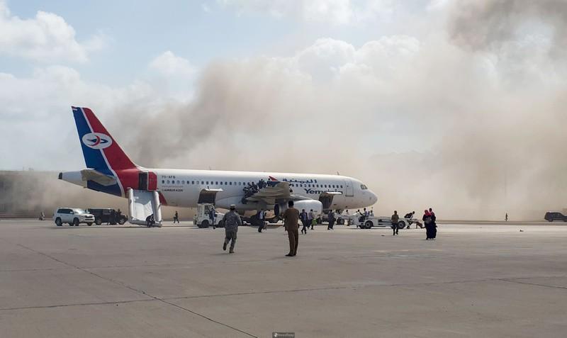 Sân bay Aden bị tấn công khi Thủ tướng Yemen đáp xuống - ảnh 3