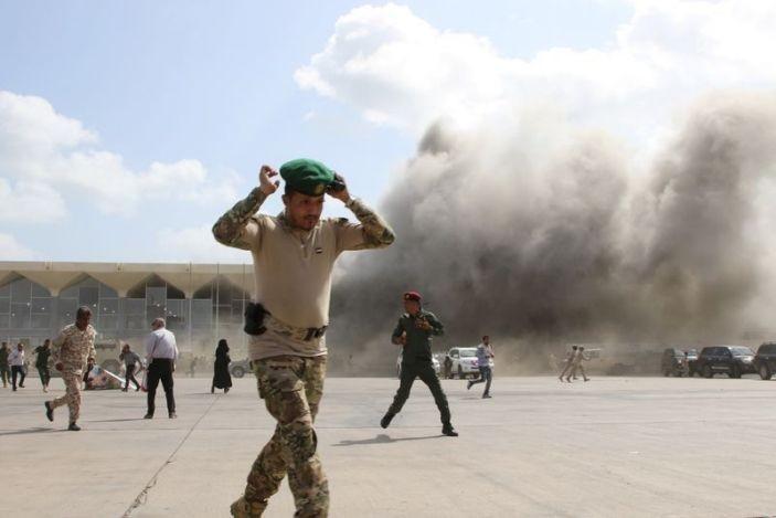 Sân bay Aden bị tấn công khi Thủ tướng Yemen đáp xuống - ảnh 2