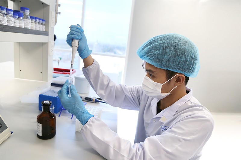 Việt Nam sắp tiêm vaccine ngừa COVID-19 cho 40 người - ảnh 1