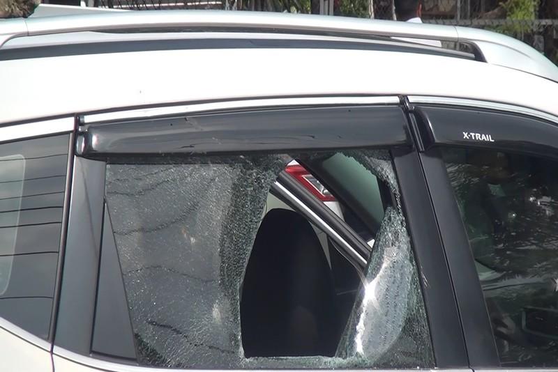 Bình Dương: Nhóm người chặn ô tô đập phá, bắt người - ảnh 2