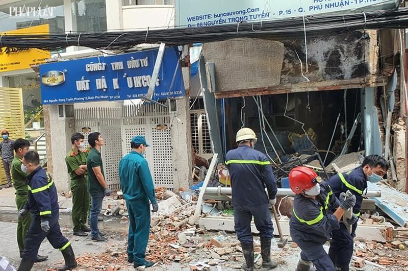 Tường sập, đường bị phong tỏa sau tiếng nổ ở quận Phú Nhuận  - ảnh 2