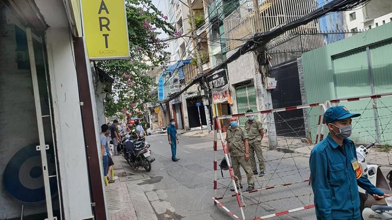 Tường sập, đường bị phong tỏa sau tiếng nổ ở quận Phú Nhuận  - ảnh 3