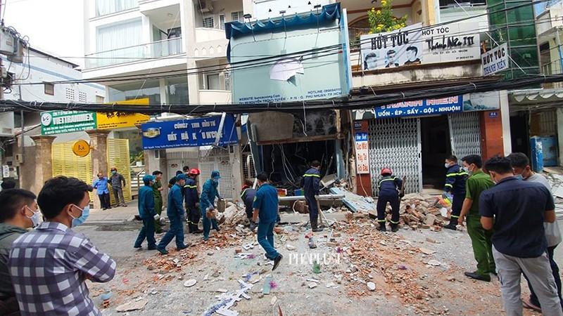 Tường sập, đường bị phong tỏa sau tiếng nổ ở quận Phú Nhuận  - ảnh 1
