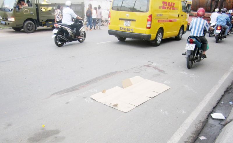 Một phụ nữ bị xe tải cán tử vong - ảnh 1
