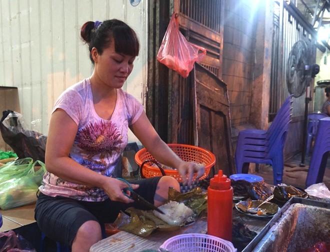 Hàng bánh giò 4 tiếng bán 500 chiếc ở Hà Nội (1)