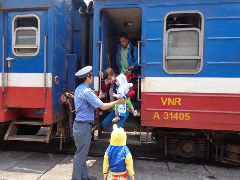 Sài Gòn 'sống lại' những chuyến tàu ngoại ô - ảnh 12